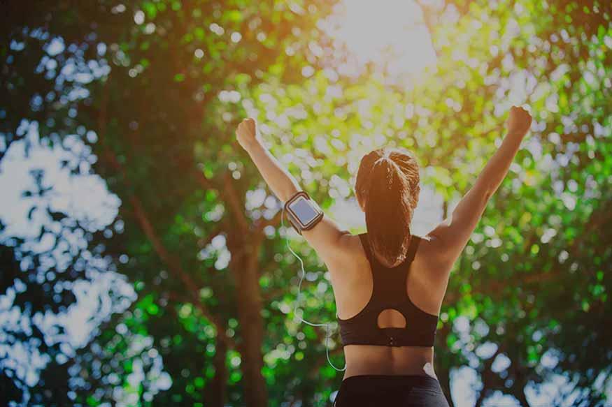 אשה חיה באורח חיים בריא